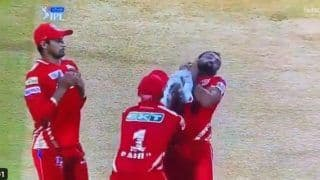 KL Rahul-Mohammed Shami Avert Injury While Taking Ben Stokes Catch During RR vs PBKS IPL 2021 Game | WATCH